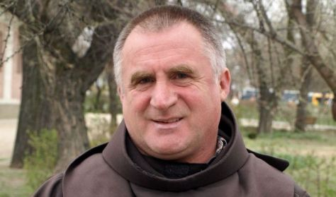 Böjte Csaba lélekhangoló előadása - KIVETÍTÉS a Konferenciateremben
