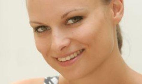Tóth Karolina