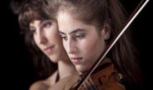 Pusker Júlia és Ágnes hegedűstje