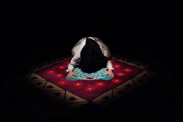 A szőnyeg - Élőkép Színház