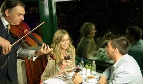 Esti hajós városnézés vacsorával és élőzenével/Dinner&Cruise with live music