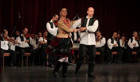 Folklór előadás/Hungarian Dance Performance - Rajkó Zenekar és Népiegyüttes