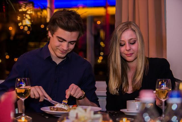 Karácsony esti hajókázás élőzenével és svédasztalos vacsorával