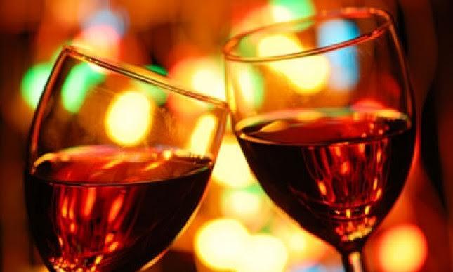 Késő esti városnézés borkóstolással és élőzenével a Dunán/Wine Tasting&Cruise with live music
