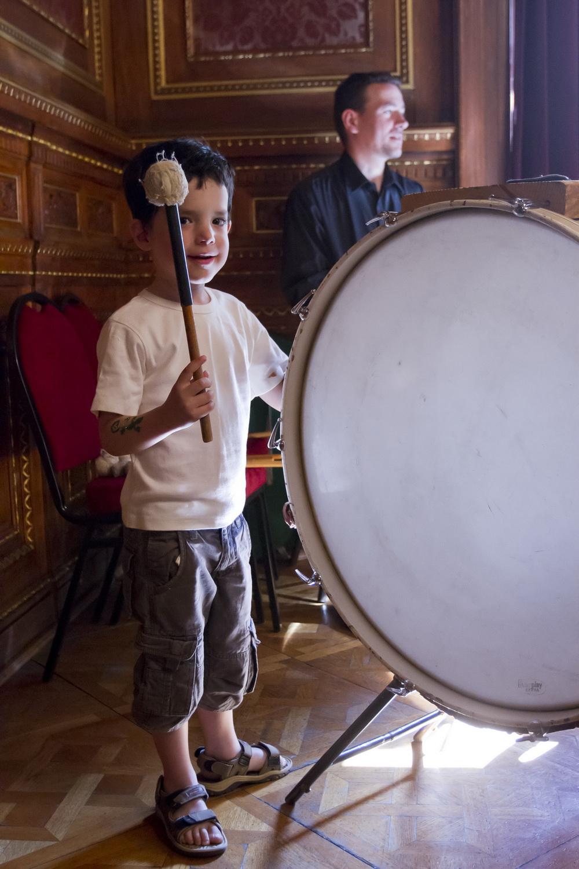 Csengő-bongó délután - nagybőgő, hegedű
