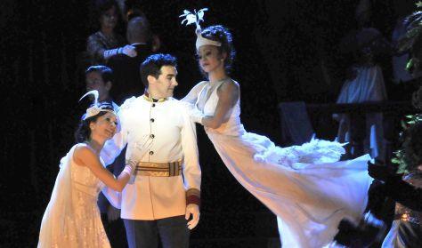 Kálmán Imre: A CSÁRDÁSKIRÁLYNŐ - operett két felvonásban - a Budapesti Operettszínház előadása