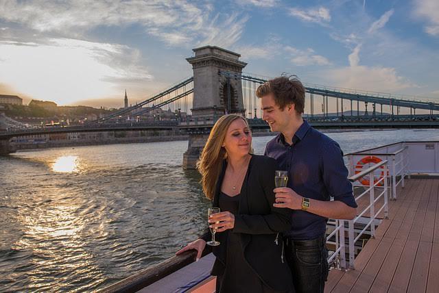 Esti élőzenés városnézés koktél kíséretével a Dunán/Cocktail&Cruise