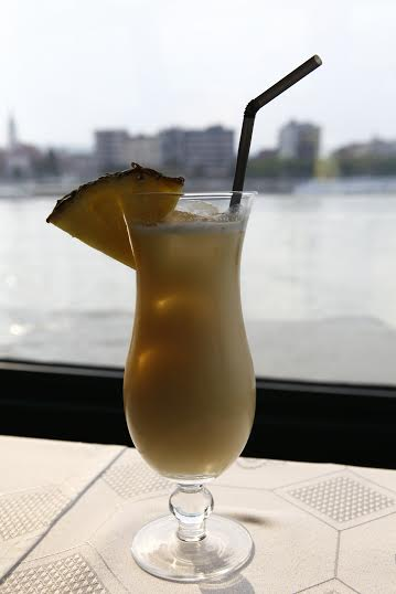 Esti hajós városnézés koktél kíséretével a Dunán/Cocktail&Cruise