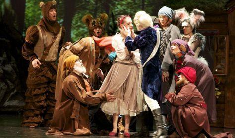 Pécsi Balett: HÓFEHÉRKE ÉS A HÉT TÖRPE