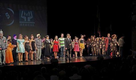 ARANYCSAPAT Integrált Színház előadás Veszprém Megyei ÉFOÉSZ