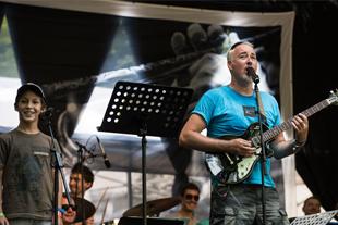 Adventi Zenehajó Hajós András és a Modern Art Orchestra jazzműsora gyerekeknek