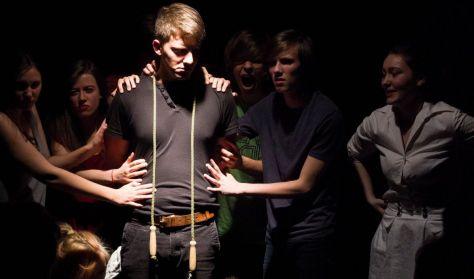 Club Színház: Az iglic Az előadást 18 éven felülieknek ajánljuk!