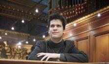Virágh András Gábor, a Szent István Bazilika orgonistája Magyarország egyik legszebb orgonáján
