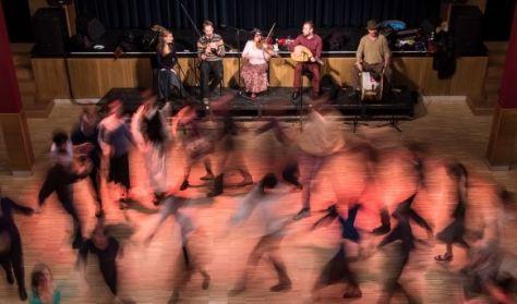 4. Tázló klub és táncház