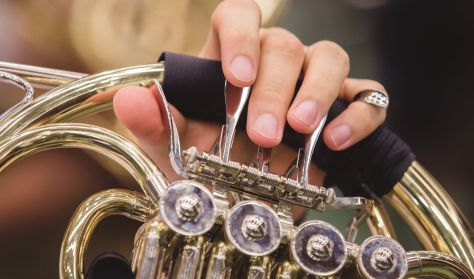 Klasszikus-kortárs körkép a Filharmóniai Társasággal