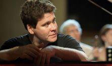 Gyenyisz Macujev és a Nemzeti Filharmonikus Zenekar