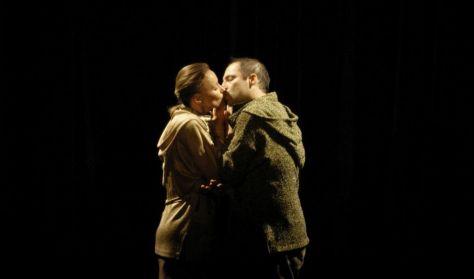 És Rómeó és Júlia...