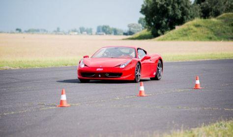 Ferrari 458 Italia 570 LE autóvezetés DRX Ring 4 kör
