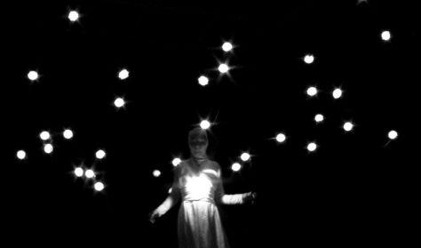 Élőkép Színház - Fénygolyók- Az angyal válaszol c.könyv adaptációja