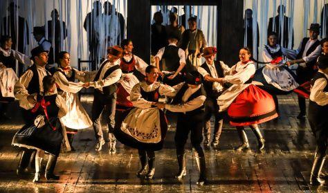 Határon túli magyar táncegyüttesek előadása - Maros Művészegyüttes: Újraélt figurák