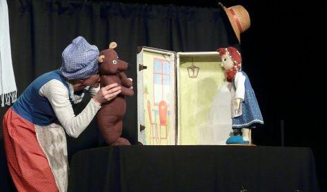 HÓFEHÉR ÉS RÓZSAPIROS - Batyu Színház