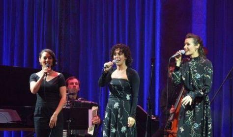 Chanson Elysées - Szimfonikus sanzonest - Csemer Boglárka, Kárász Eszter, Tompos Kátya