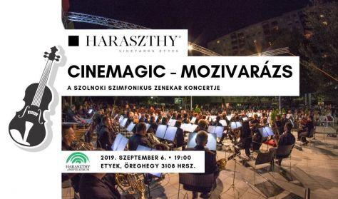 Mozivarázs a Haraszthy Amfiteátrumban, a Szolnoki Szimfonikus Zenekar koncertje