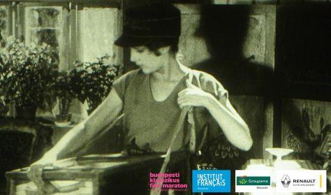 A Lány, aki Mosszelprom cigarettát árul (La Vendeuse de cigarettes de Mosselprom)