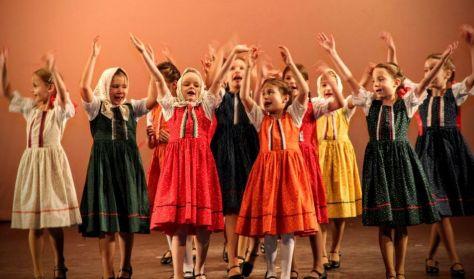 Kőketánc – moldvai és gyimesi gyermektáncház • Sándor Ildikó