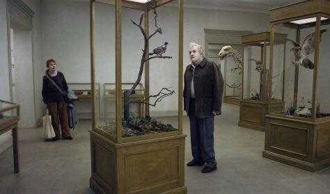 Esernyős Filmklub - Egy galamb leült egy ágra, hogy tűnődjön a létezésről