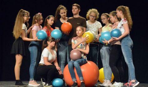 FESZT-FEST 2019 - Gyerekszínjátszók - Szálka Stúdió: Univerzoom; CsepPet: Mese a lányról ...
