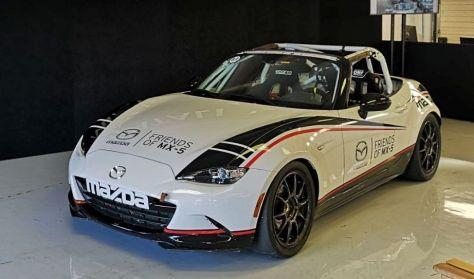 Élményautózás profi versenyzőink mellett a Hungaroringen Mazda MX5 Cup versenyautóval