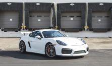 Élményautózás profi versenyzőink mellett a Hungaroringen Porsche Cayman GT4 sportautóval