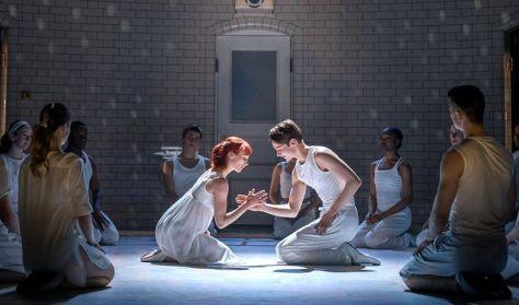 Matthew Bourne: Rómeó és Júlia • Balettközvetítés felvételről