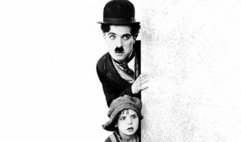 A KÖLYÖK - (1921) - Charlie Chaplin   -   Fészek Filmklub - NÉMAFILM
