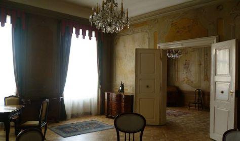 A PINCÉTŐL A PADLÁSIG - A De la Motte-Beer-palota bemutatása - IDEGENVEZETŐK VILÁGNAPJA