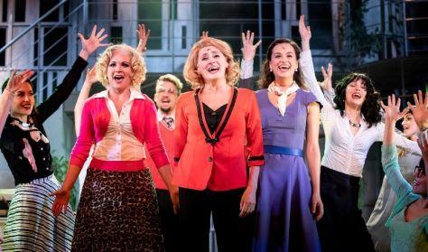 9-TŐL 5-IG - musical két részben - A Móricz Zsigmond Színház előadása