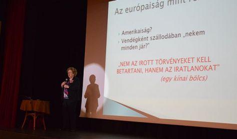 Görög Ibolya online előadása: Az illedelmes vendég (A KMO felvétele)