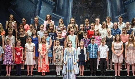 Opera Gyermekkar 50