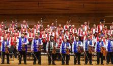 A 100 Tagú Cigányzenekar koncertje-Klezmerbe hempergetett cigányzene